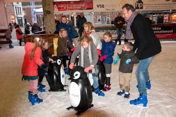 Voor de tiende keer komt er een ijsbaan op het Woerdense Kerkplein.