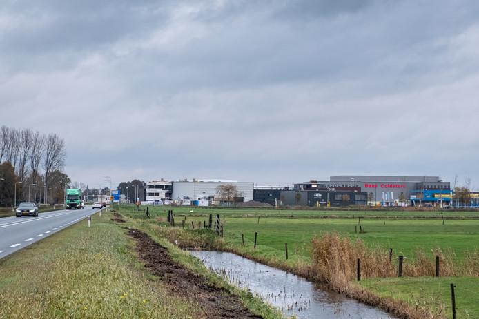 Wie, komend uit Amersfoort, Bunschoten nadert wordt 'welkom' geheten door de blokkendozen van Haarbrug-Zuid.