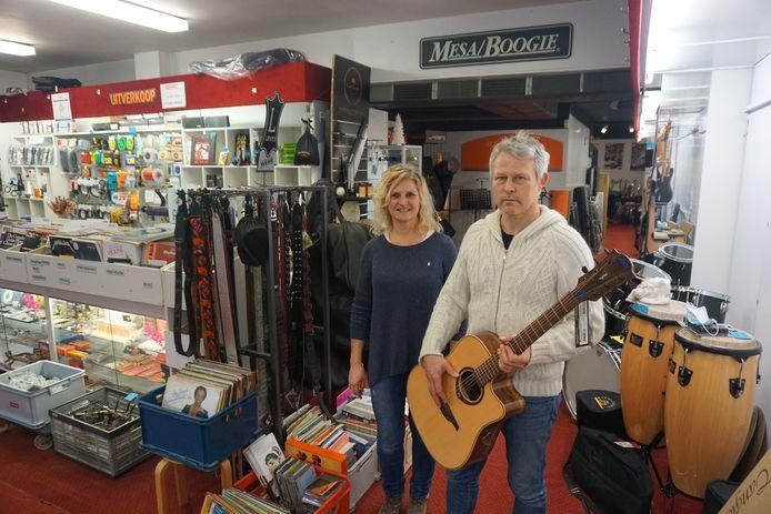 Guy en Martine Van Eeckhaute stoppen met Rudy's Music Shop, een begrip in Oostende en ver daarbuiten.