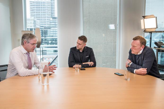 Onderwijsminister Arie Slob in gesprek met Jan van der Ven en Thijs Roovers.