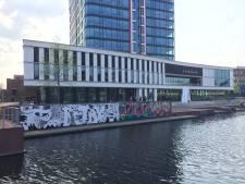 Nieuw graffitikunstwerk bij gemeentehuis Almelo