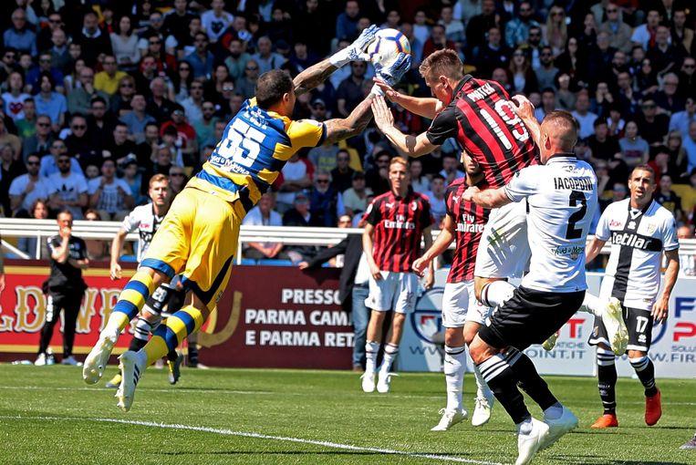 Luigi Sepe in actie tegen AC Milan.