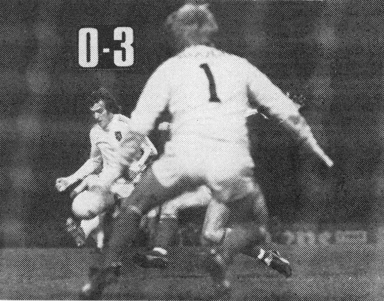België wint met 1-3 in Schotland dankzij twee doelpunten van François Van der Elst en plaatst zich zo voor het EK 1980.