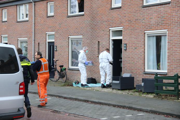 Onderzoek bij het huis van Tevfik G. aan de Dragonstraat in Arnhem.