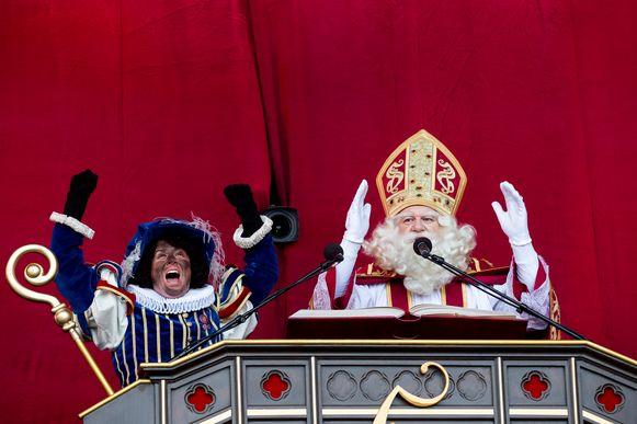 Archiefbeeld. De intocht van Sinterklaas in Antwerpen. Afbeeldingen van de roetveegpiet, zonder de stereotyperende kenmerken, blijven toegestaan.