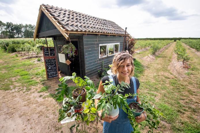Renske Vrielink ging ondanks haar ziekte niet bij de pakken neerzitten en is een winkeltje begonnen, met milieubewuste producten. 10 procent van de omzet gaat naar het goede doel.