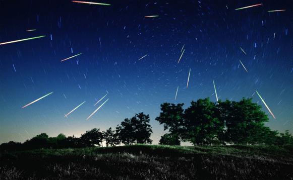 De nepmeteoren trekken kleurige strepen in de atmosfeer zodra ze worden losgelaten in de ruimte.