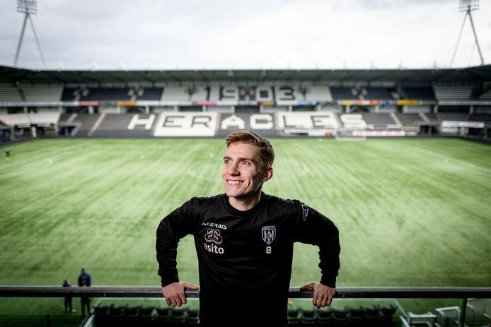 """Teun Bijleveld speelde twee seizoenen bij Jong Ajax en vecht nu voor zijn kans bij Heracles. """"Ik ben een completere voetballer geworden hier."""""""
