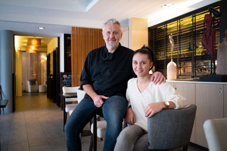 Yves Vermeren is de nieuwe kok van Plaza Bistro, zijn dochter Romy staat in de zaal.