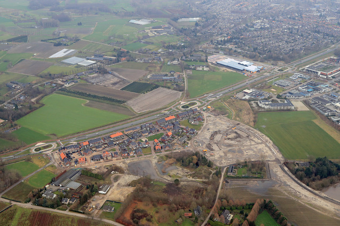Het inmiddels bouwrijp gemaakte stuk grond in Nuenen waar kopers op moeten bieden als ze er een huis willen.