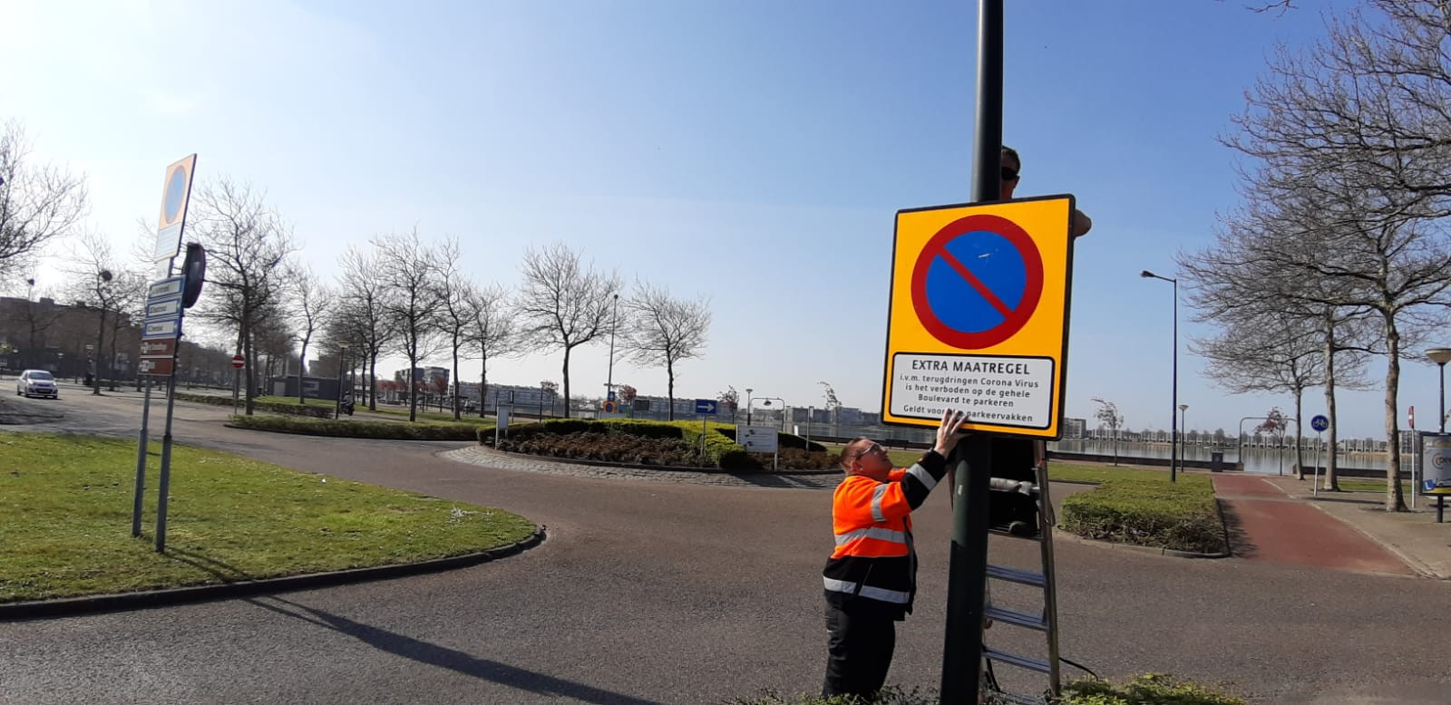 Gesloopte borden aan de Boulevard in Bergen op Zoom worden vervangen.