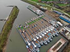 Vloot van riviercruiseschepen wacht in Dodewaard op betere tijden