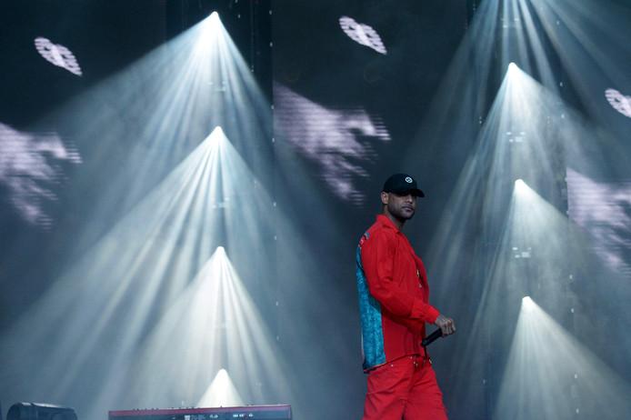 De opnames van de nieuwe videoclip van de Franse rapper Booba werden dinsdagnacht ruw verstoord.