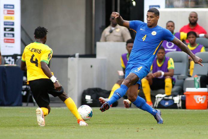 Darryl Lachman liep als invaller met Curaçao een halve finale-plek in de Nations League mis. Tien Costa Ricanen kregen de ploeg van bondscoach Remko Bicentini in de slotfase op de knieën.