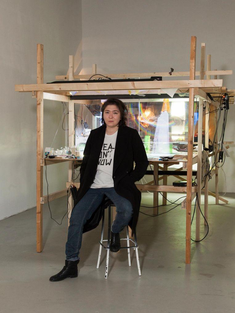 Funda Gül Özcan (32) heeft een achtergrond als video- en performancekunstenaar Beeld Adriaan van der Ploeg