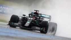 Lewis Hamilton grijpt de pole voor Verstappen in kletsnatte kwalificaties in Oostenrijk, Ferrari's stellen weer teleur