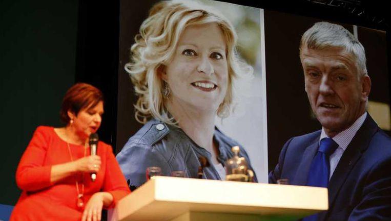 Partijvoorzitter Ruth Peetoom (L) maakt bekend dat Esther de Lange (M) is verkozen tot de nieuwe lijsttrekker voor CDA in Europa, tijdens het CDA najaarscongres. Beeld anp