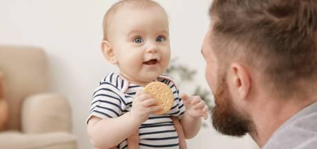 Koek voor de allerkleinsten bestaat voor kwart uit suiker: 'Industrie maakt baby's verslaafd'
