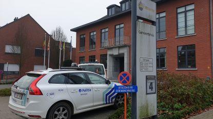 Pakket met wit poeder zorgt voor opschudding in gemeentehuis Grobbendonk