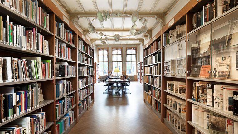 De Boekmanstichting hebben een fantastische studiezaal in hun bibliotheek, met zestien studeerplekken (en stopcontacten). Beeld De Boekmanstichting