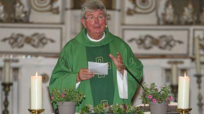 """Sint-Urmarusparochie neemt afscheid van priester De Craene: """"Met spijt in het hart zien we deze warme mens vertrekken"""""""