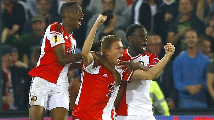 Terence Kongolo, Sven van Beek en Elvis Manu vieren een treffer tegen Standard Luik.