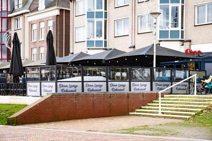 Divan Lounge Restaurant aan de Waalkade.