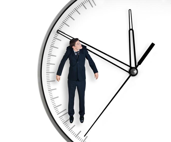 Wetenschappers zien het liefst dat Nederland overstapt op de Britse tijd (de Greenwich Mean Time, GMT). Daarbij zou het een uur vroeger zijn dan nu.