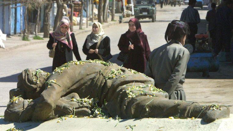 Monument voor de slachtoffers van de Iraakse gifgasaanval van 16 maart 1988 op de Koerdische stad Halabja. Beeld Behrouz Mehri / EPA