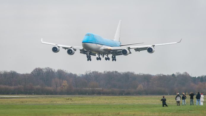 Aankomst van een Boeing 747 op Twente Airport.