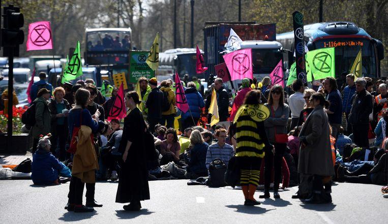Betogers blokkeren het verkeer bij Marble Arch.