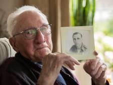 95-jarige Arend Jalink onthult eerste oorlogsmonument in Wesepe. 'Van mij mogen ze alle legers afschaffen'