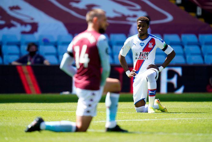 Wilfried Zaha in het duel met Aston Villa.