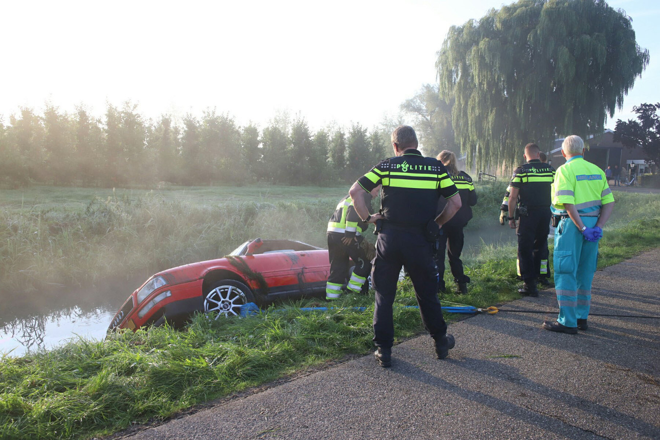 Audi in sloot in Ingen