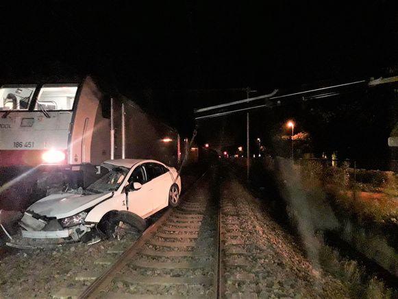 De auto van de vier Kroaten was compleet vernield na de aanrijding door de goederentrein.
