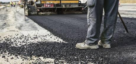 Nieuw asfalt voor weg tussen Sint-Maartensdijk en Stavenisse