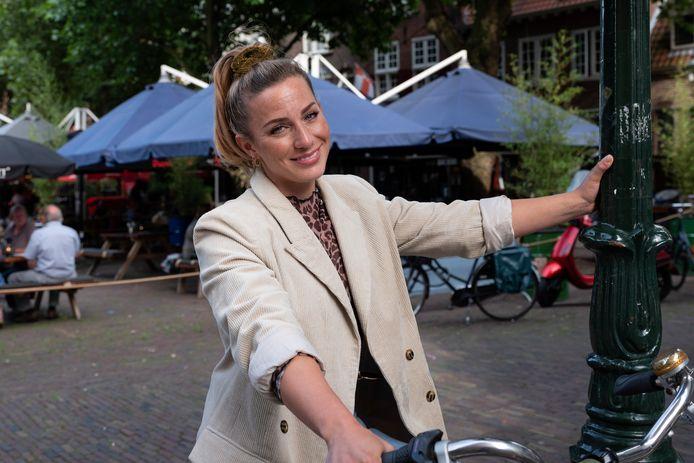 Fien Vermeulen neemt ons mee naar de leukste plekjes in Amersfoort voor de stadgids rubriek in de zomerbijlage van het AD.