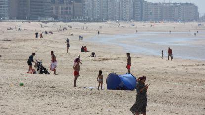 Steeds meer strandgangers installeren zich, maar politie grijpt alleen in bij samenscholingen