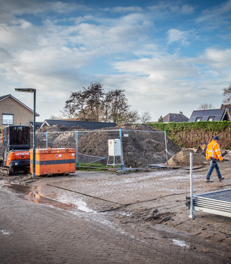 Eindelijk actie: bouwputten in Goudswaard en Piershil na jaren aangepakt