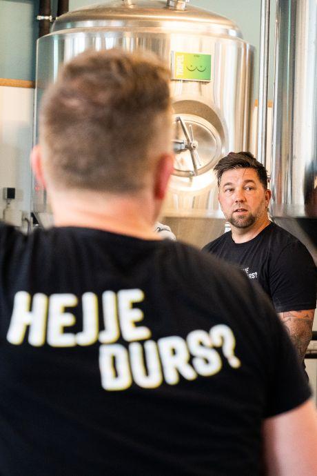 Vitesse-icoon Theo Janssen over zijn biertje Dikke Prins: 'Ik lust 'm wel'