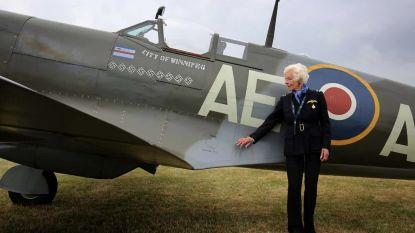 Mary Ellis, een van de laatste overlevende WOII-pilotes, sterft op 101-jarige leeftijd