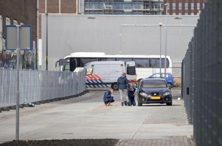2018-03-29 12:44:03 AMSTERDAM - De vluchtauto die uitgebrand is gevonden in de buurt van het incident. De broer van de kroongetuige Nabil B., die verklaringen heeft afgelegd tegen de zogeheten Mocro-maffia, is doodgeschoten in Amsterdam-Noord. Het schietincident had plaats op de Tt. Melissaweg. ANP MICHEL VAN BERGEN Beeld -