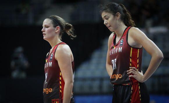 Jana Raman (links) zet haar carrière verder in Valencia.
