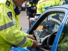 Eigenwijze man (98) frustreert politie in Tilburg: rijbewijs inleveren, maar gewoon door blijven rijden
