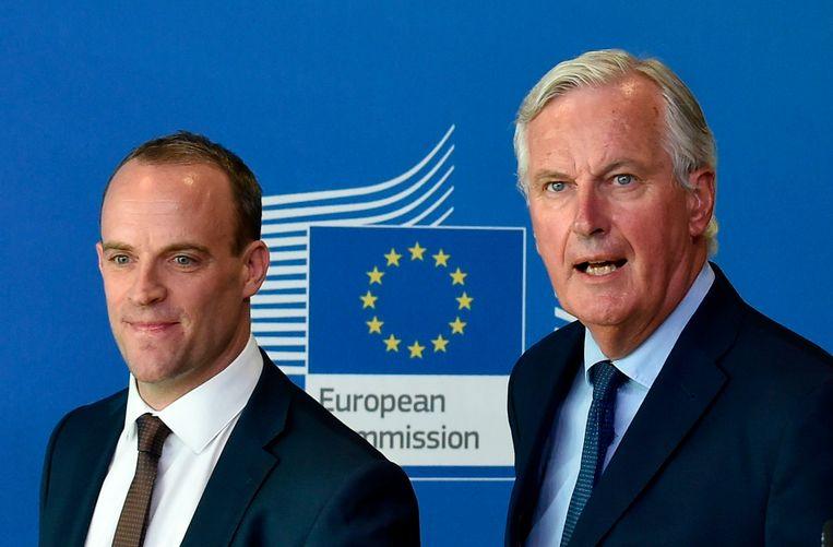 Michel Barnier (rechts) en Dominic Raab (links).