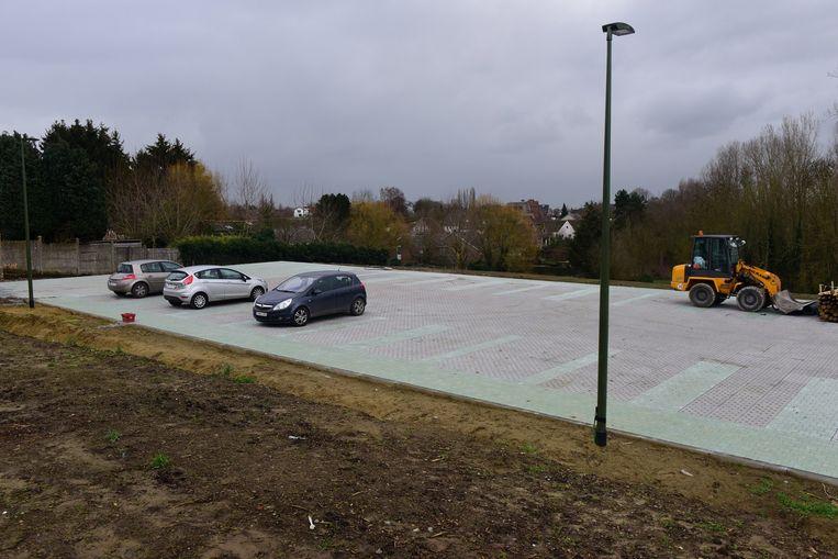 De eerste wagens vonden al een plaatsje op de nieuwe parkeerstrip