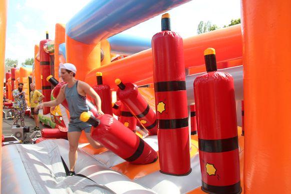 De finale strijd speelde zich af op een springkastelenparcours.