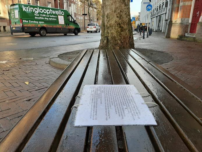 De brief op het bankje aan de Deventerstraat in Apeldoorn.