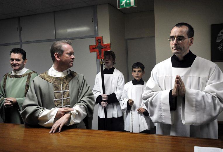 Zaterdagavonddienst in de Norbertuskerk in Horst. De kerk werd in 2011 gesloten, omdat het bezoek terugliep. Beeld Marcel van den Bergh / de Volkskrant