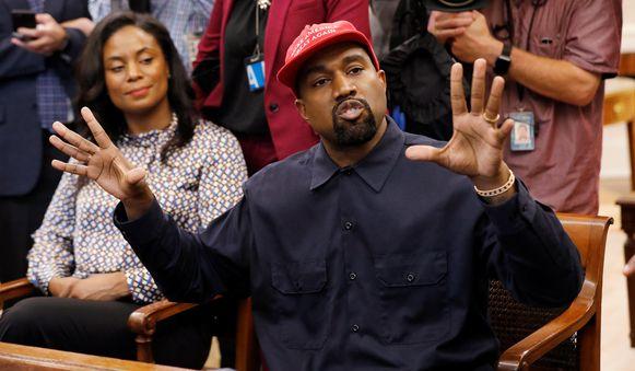 Kanye West was in het gezelschap van Monique Brown, echtgenote van de gepensioneerde American Football-speler Jim Brown.